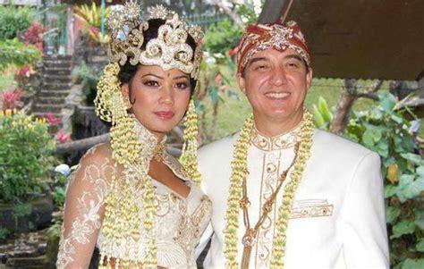 Baju Adat Sunda Kecil 5 pakaian adat jawa barat sunda gambar dan keterangannya adat tradisional