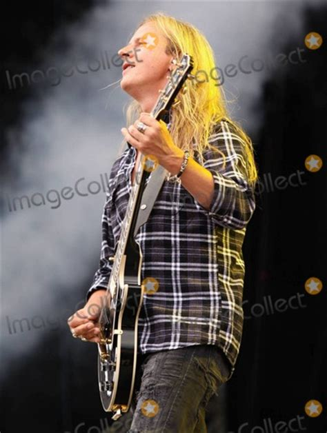 in chains so photos and pictures guitarist jerry cantrell of in