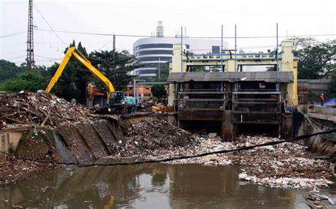 Air Di Jakarta jakarta hujan deras ketinggian air di pintu air manggarai normal okezone news