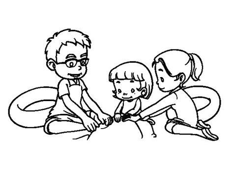 juegos de familia para colorear imprimir y pintar dibujo de familia en la playa para colorear dibujos net