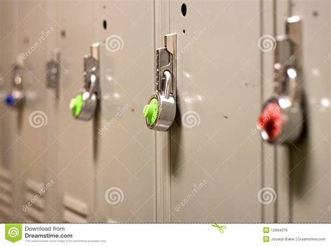 cadenas pour casier ecole degr 233 de s 233 curit 233 de cadenas sur un casier d 233 cole image