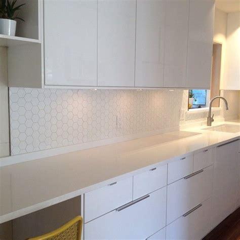 hexagon tile kitchen backsplash 1000 images about crowsnest tce on diy dining