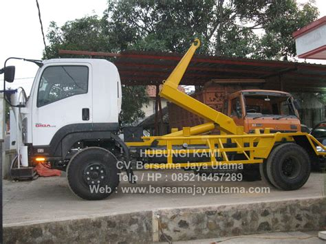 Arm Roll Hook Lift Truck cv bersama jaya utama