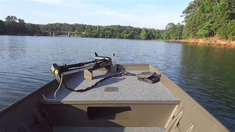 alumacraft jon boat 12ft jon boat with side console on the lake youtube