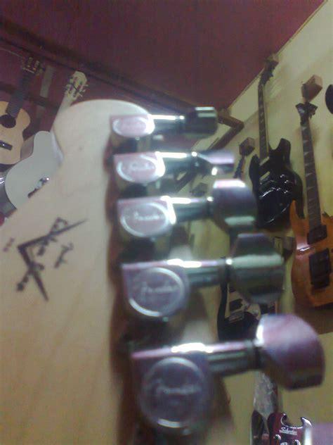 Basa Elektrik Fender Gitar Listrik Fender Telecaster Cery gitar listrik fender telecaster merah pabrikan dheton