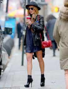Style Stealer Lindsay Lohans Blue Dress by Socks Appeal Lindsay Lohan Looks Effortlessly Cool As She