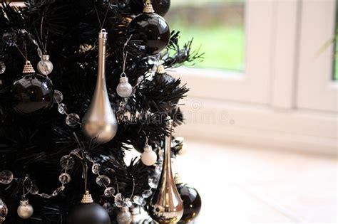 schwarzer weihnachtsbaum lizenzfreie stockfotos bild