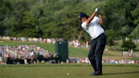 mickelson golf swing phil mickelson takes lead into final round at us open