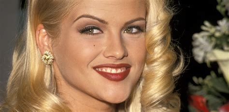 nicole s anna nicole smith height weight age body measurements