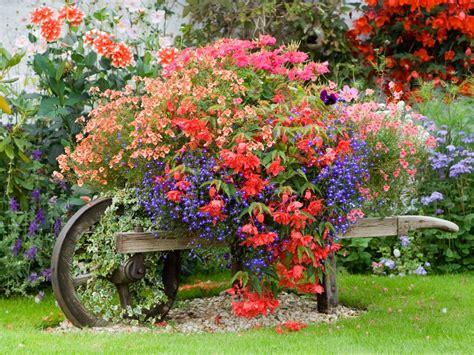 Gardens In A Flower Pot 8 Fresh And Diy Outdoor Planter Ideas Hgtv S Decorating Design Hgtv