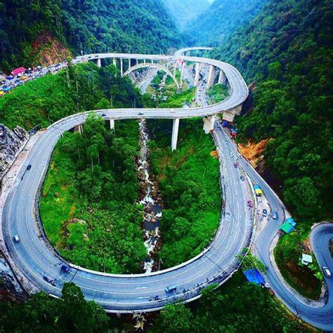 Kemeja Drone Order Dari Sumatera Barat drone melayang di atas jembatan kelok sembilan