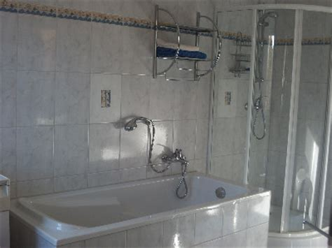 badewanne groß wohnwagen dusche und wc getrennt raum und m 246 beldesign