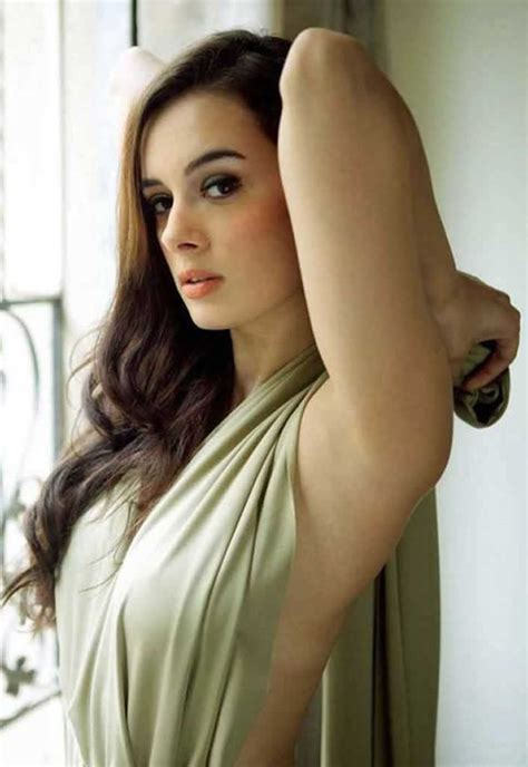 evelyn sharma mother 7 facts we bet you didn t know about evelyn sharma