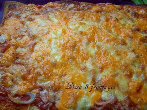 pizza 3 fromages sur la table de nounoune