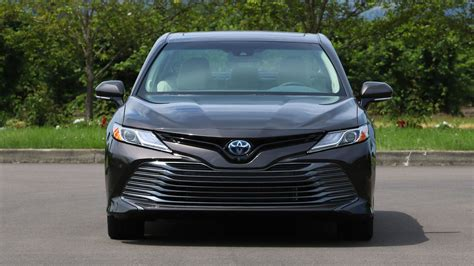 2018 Camry Reviews by 2018 Toyota Camry Hybrid Review More Efficient More Useful