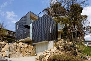 Houses Built On Slopes by Steep Slope House With Bookshelf Lined Interior