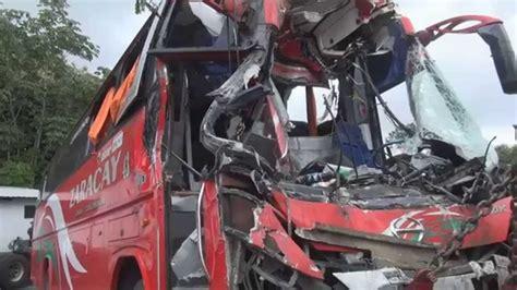 imagenes impresionantes de accidentes de transito accidente entre buses deja un muerto y varios heridos