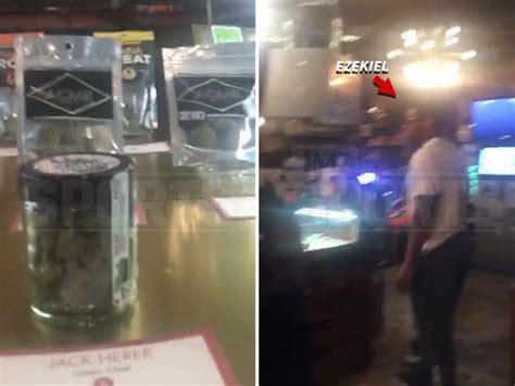 Ezekiel Elliott Criminal Record Ezekiel Elliott Is A Marijuana Tourist During Seattle Road Trip Tmz