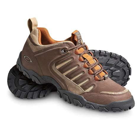 s oakley 174 cinder low hikers chocolate 136837