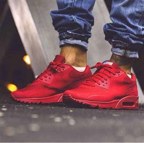 bench shoes for men red nike for men red sneakers for men le blog qui marche terres d aventure