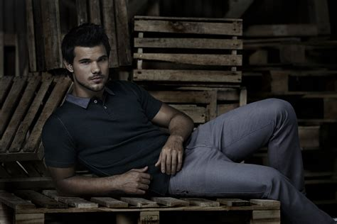 b tv taylor lautner for bench summer 2014 behind the