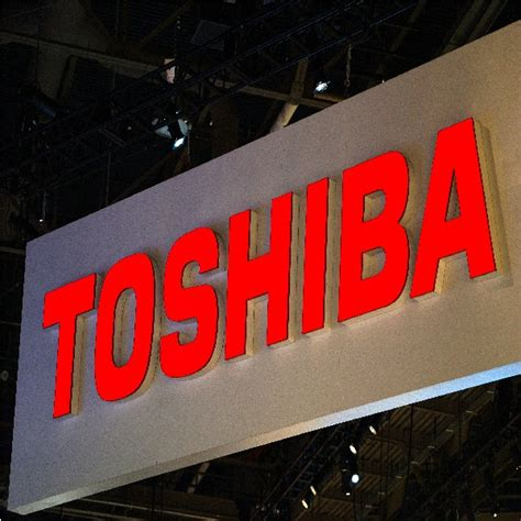 toshiba debuts portege      convertible laptop
