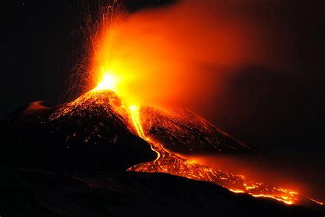 lava l floor l l etna d 224 spettacolo con fontane di lava e violenti boati
