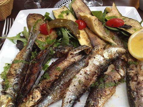 sardines fra 238 ches et l 233 gumes l 233 g 232 rement grill 233 s le plat
