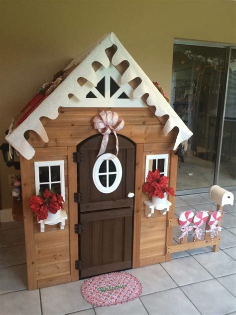 Gingerbread Play House  Host