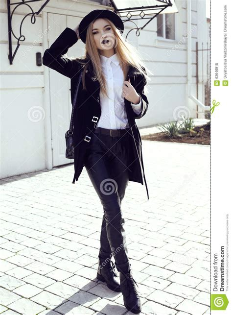 whats clothes are in for a woman in her 50s fashion street outfit beautiful girl in fashion clothes