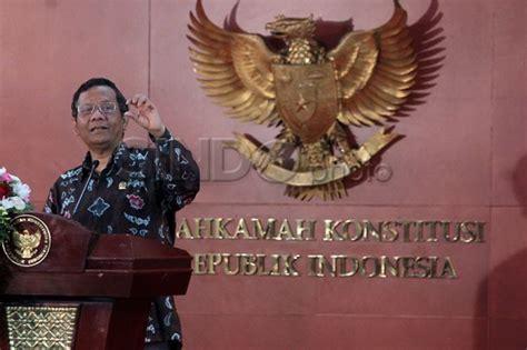 Politik Hukum Di Indonesia Mohmahfud Md mahfud md peradilan indonesia banyak ditongkrongi