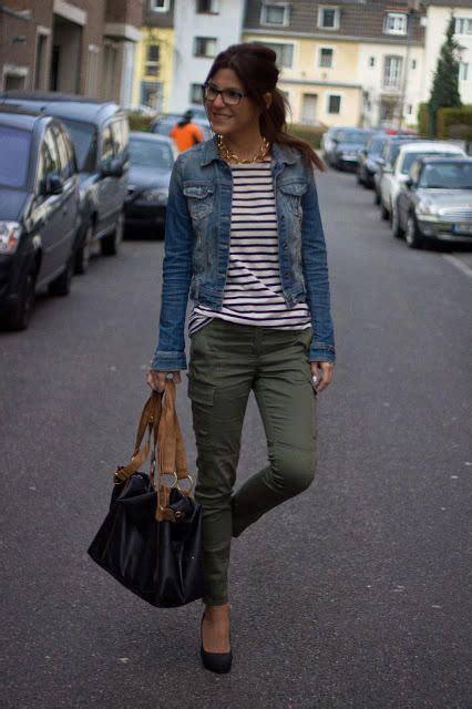 How To Wear A Jean Jacket Without Looking Like A Bag by 20 Style Tips On How To Wear A Denim Jacket Gurl