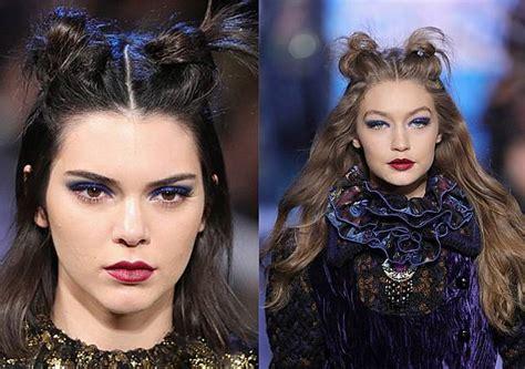 Eyeshadow Biru begini eyeshadow biru dan lipstik merah anggur ala kendall