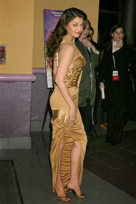aishwarya rai legs bollywood actress aishwarya rai showing her hot legs