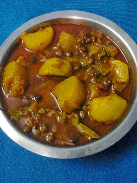 Simple Main Dish - veg curry of pumpkin with whole bengal gram kala chana kumror chakka