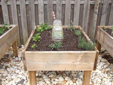 creative diy raised garden bed ideas  projects