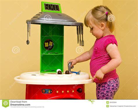 cuisine fille jouet cuisine de fille et de jouet images stock image 26403084