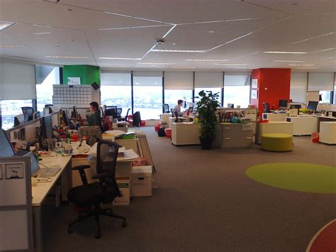 google sydney office sin paredes y con las sillas muy juntas as 237 es la oficina