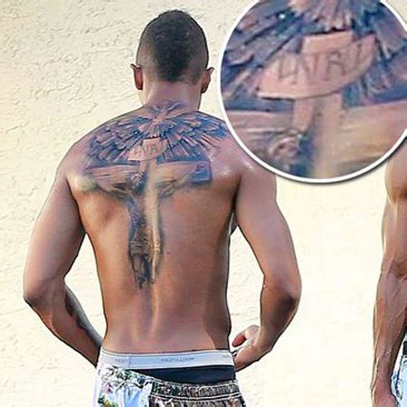 nick cannon shows off enormous tattoo of jesus which