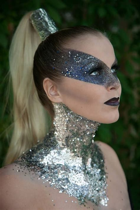 Eyeshadow Inez Gold 17 best images about moodboard crystallllls sequins gold glitter on eyebrows