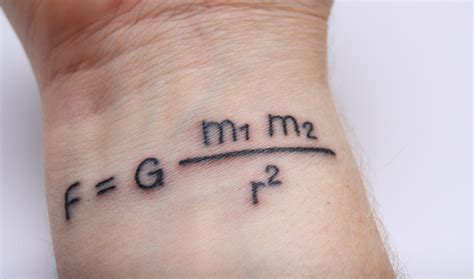 10 id 233 es de tatouage au poignet