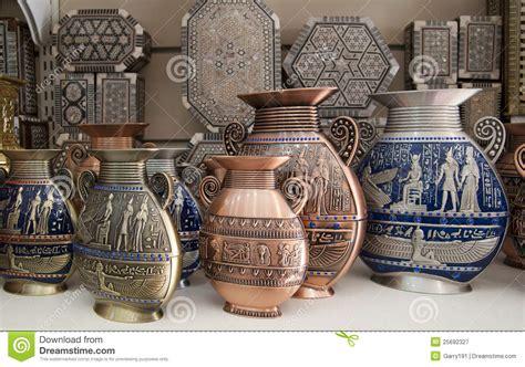 vasi egiziani i vasi egiziani sono sulla vetrina fotografia stock libera