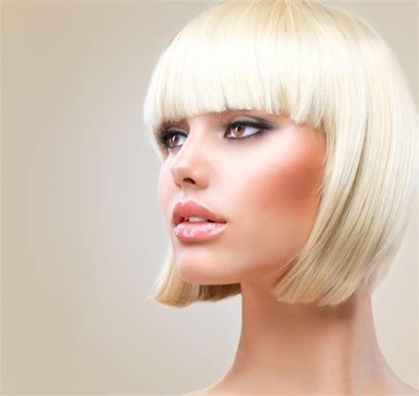 la news women with short blonde hair coupe courte femme avec frange selon la forme du visage