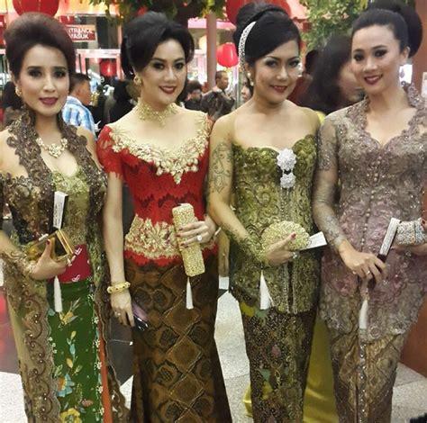 Dress Batik Raline 1000 images about kebaya artis on wedding