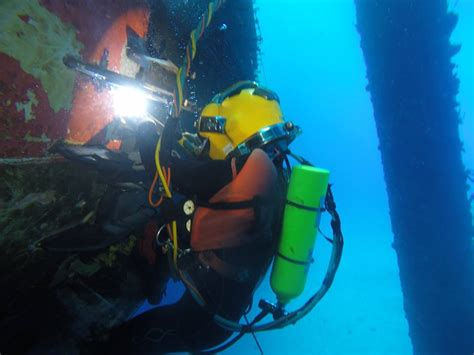into the world of underwater welding featured dit graduate travis knauss divers institute of