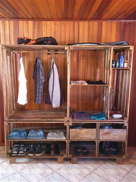 Pallet Bedroom Ideas by Best 25 Pallet Wardrobe Ideas On Pinterest Pallet