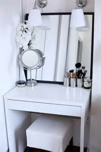 Makeup Vanity Table For Small Spaces 25 Best Ideas About Small Vanity Table On