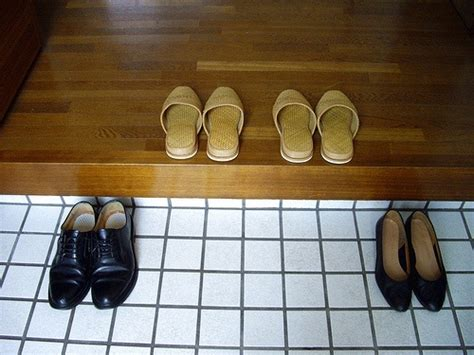 taking shoes off in house etiquette things japan does right
