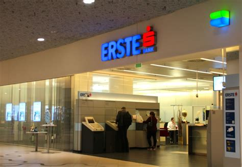 erste bank digital signage explorer invidis