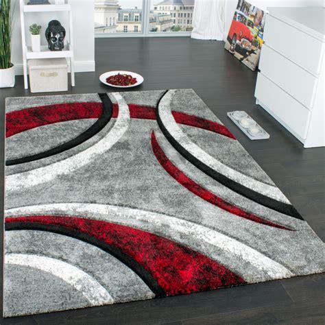 teppich rot schwarz grau designer teppich mit konturenschnitt muster gestreift grau